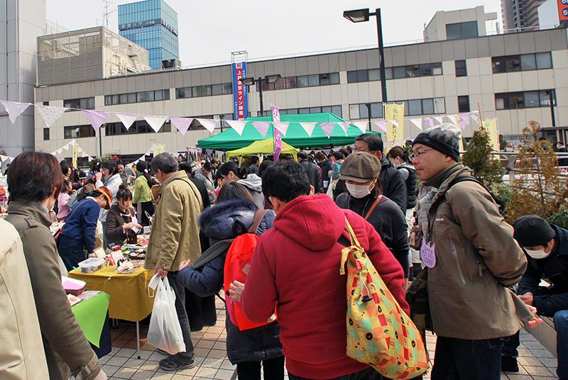 松戸駅西口デッキで開催したおこめのいえ手創り市